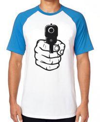 Camiseta Raglan Arma em punho