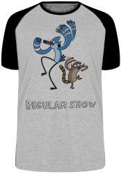 Camiseta Raglan Apenas show Mordecai Rigby dança
