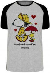 Camiseta Raglan Chuva de Amor de Deus Snoopy