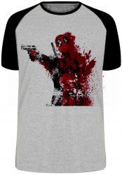 Camiseta Raglan Deadpool arma