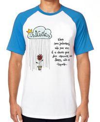 Camiseta Raglan Eleve suas palavras não sua voz
