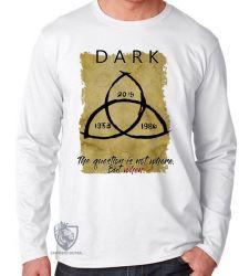 Camiseta Manga Longa   Dark The question is when