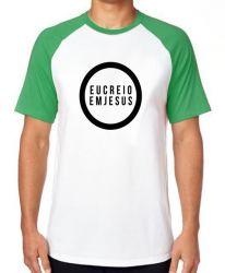 Camiseta Raglan Creio em Jesus